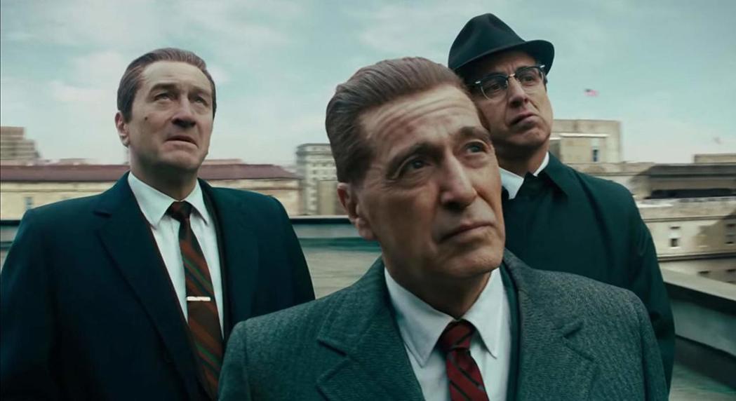 勞勃狄尼洛(左起)、艾爾帕西諾、雷羅曼諾在「愛爾蘭人」演出賣力。圖/摘自imdb