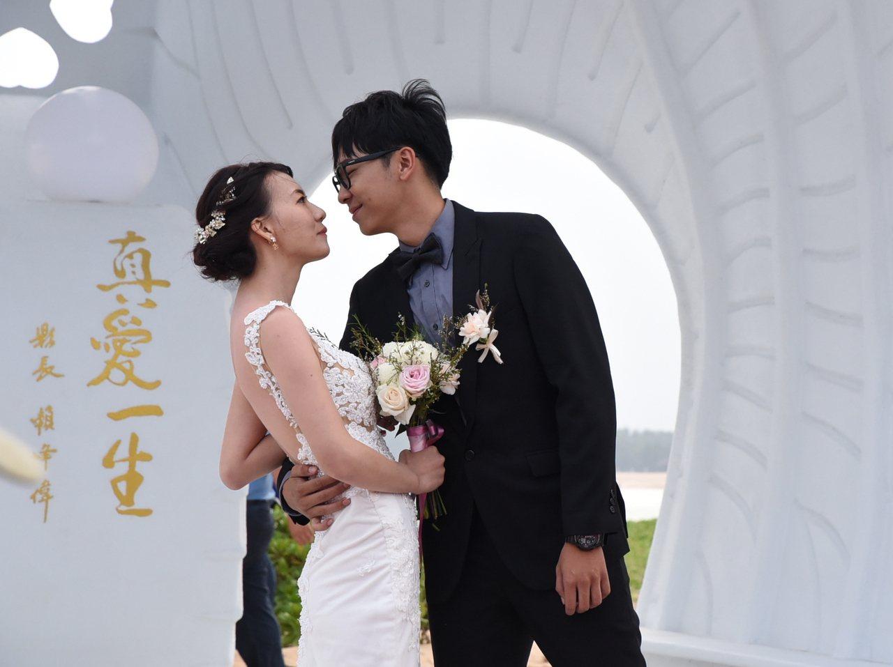 「情定澎湖灣」海島世紀婚禮 新人貝殼教堂前情定一生