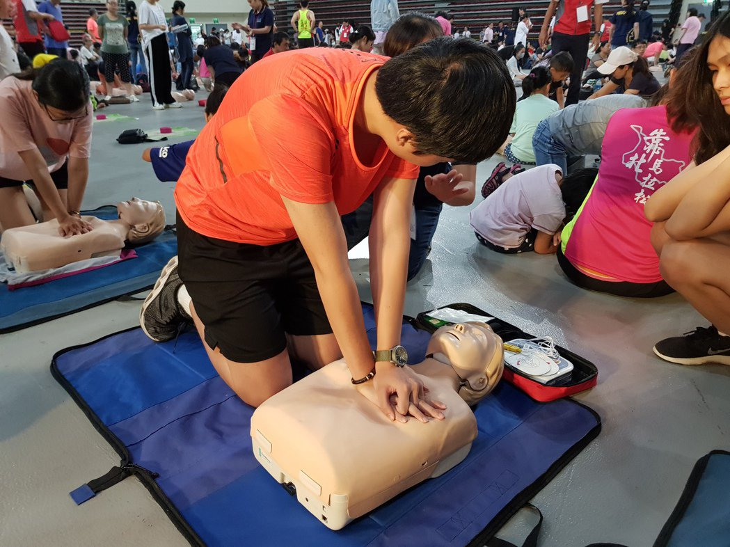 各地消防局建立「DACPR(Dispatcher-Assisted CPR)」制...