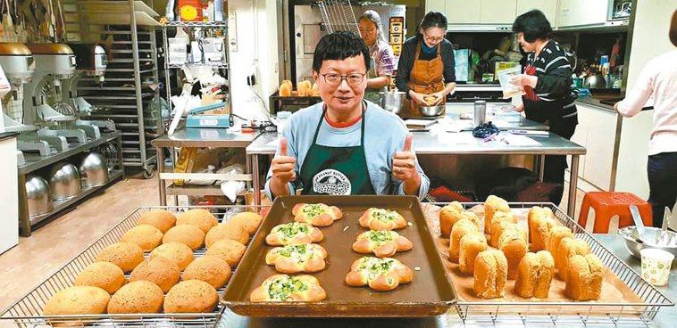 葛傳富退休後才開始學作麵包,為了追尋與父親的記憶。 圖/葛傳富提供