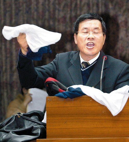 杜文卿(見圖)曾痛罵關稅總局長俞邵武,讓俞委屈落淚。圖/聯合報系資料照片