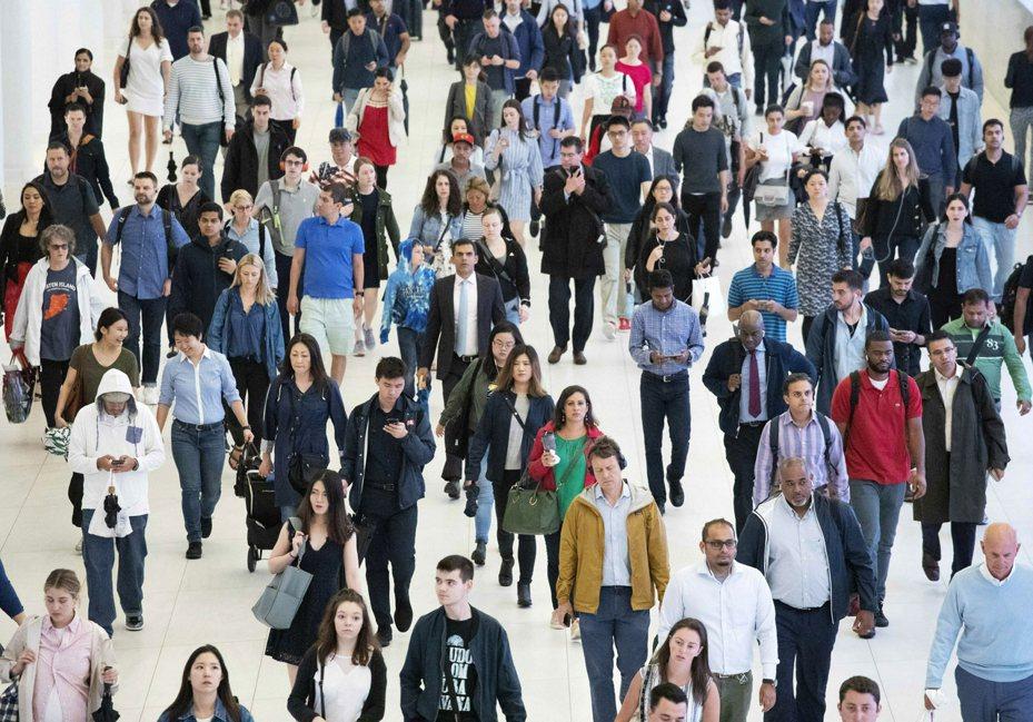在電腦威力快速進展的時代,聯邦人口普查局最近做實驗,以探究人口普查答案會不會威脅填寫問卷者的隱私。 歐陽慶平