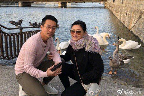 在台灣禁止口罩出口後,引發社會多方討論,藝人汪小菲就在微博上爆料,表示老婆大S是台灣人,她在日本找到了1萬個口罩,寄往武漢的汪小菲同學,再捐贈給相關單位。對此大S在微博上表示「當人類有難,要放下仇恨...