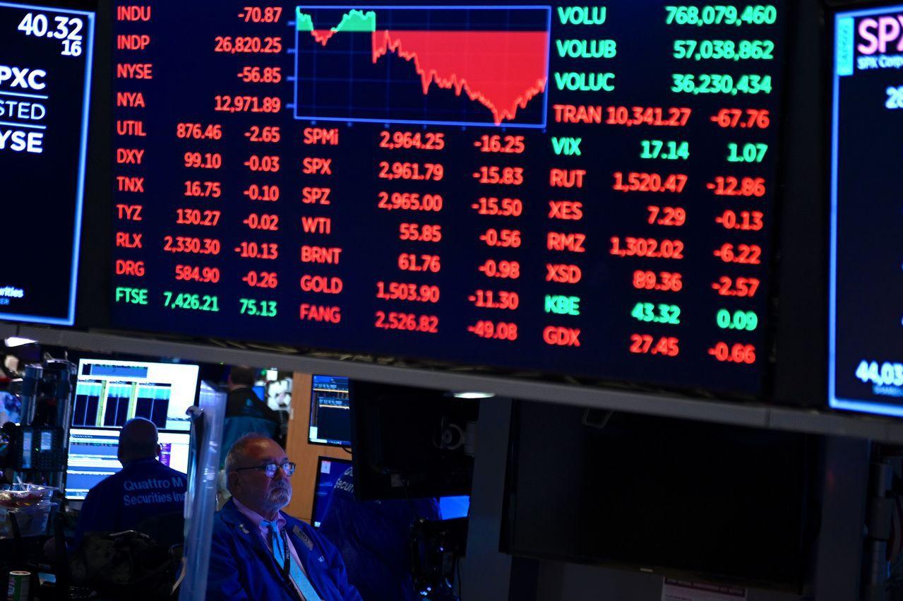 美財政部發言人28日發聲明說,政府目前暫無計畫將陸企從美國境內證券交易所下市。法...
