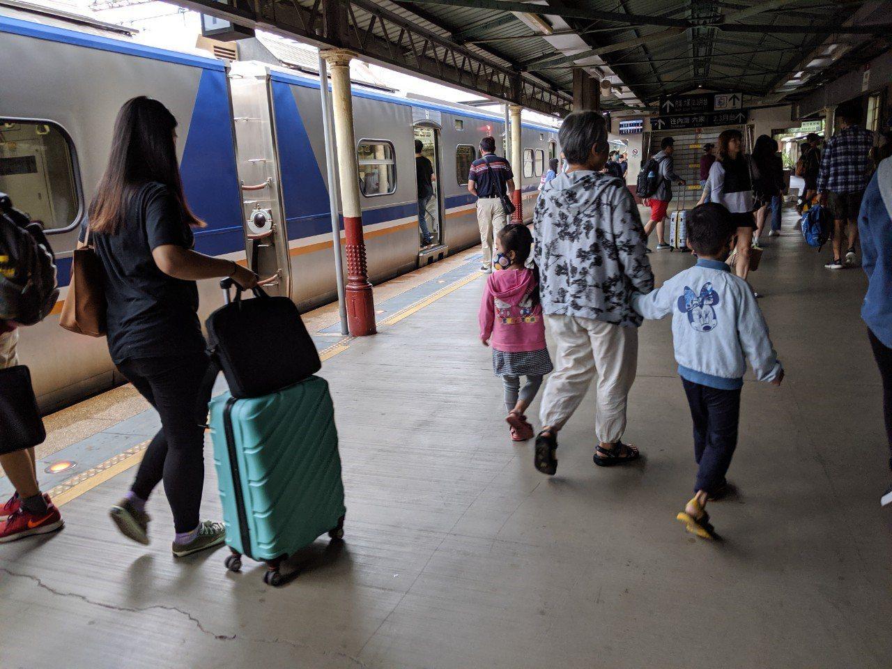 台鐵區間車示意圖。記者楊德宜/攝影