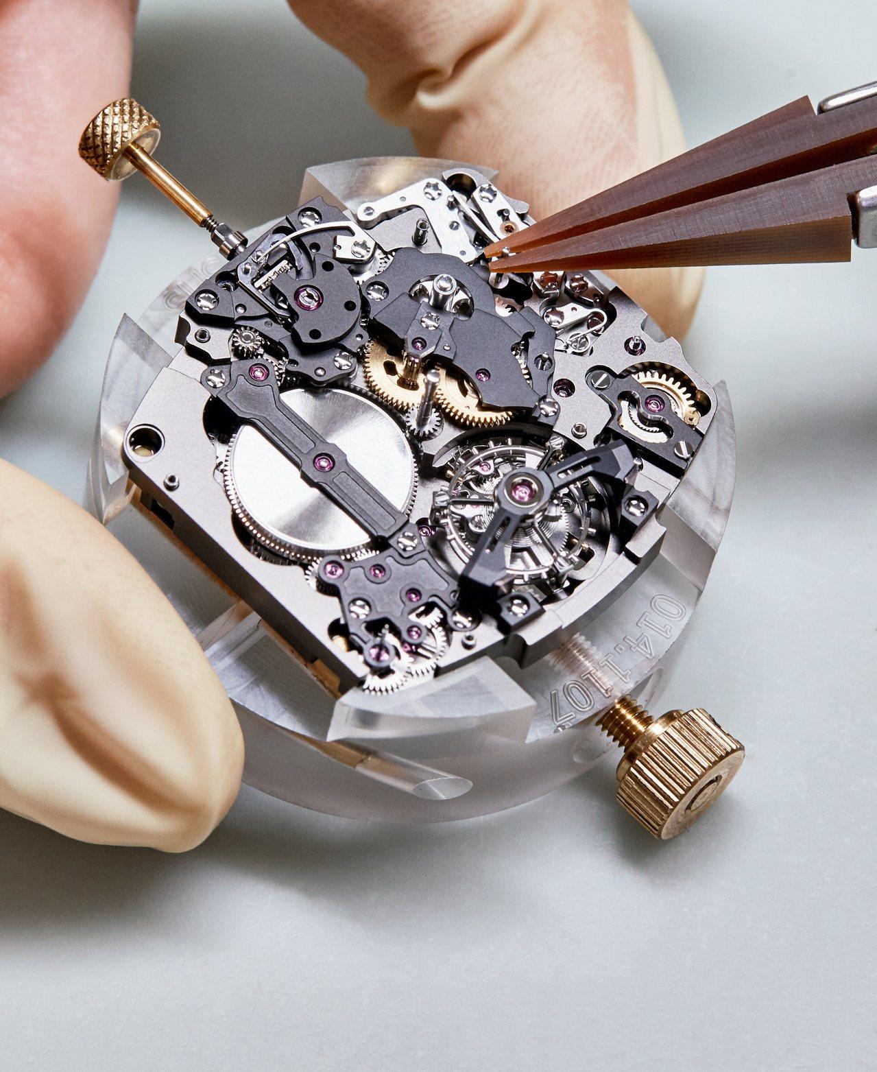 RICHARD MILLE為了RM 62-01 ACJ陀飛輪振動鬧鈴腕表打造了全...