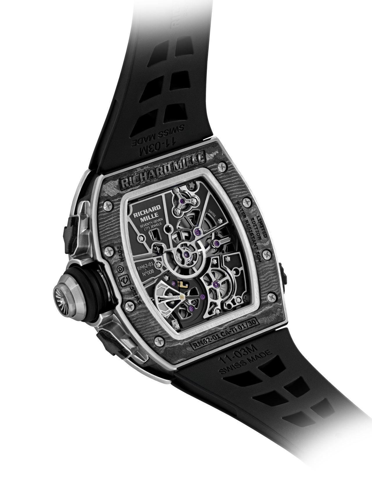 RM 62-01 ACJ陀飛輪振動鬧鈴腕表大型的鈦金屬表冠還讓人聯想到噴射機的渦...