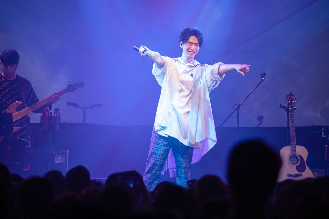 蔡旻佑為「變心記」演唱會相當賣力。圖/何樂音樂提供