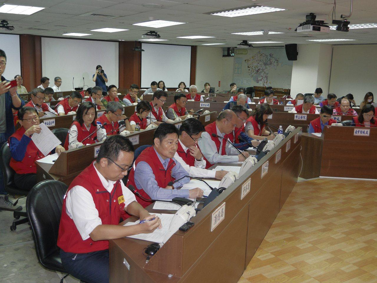林右昌從法國趕回來,下午主持颱風災害準備會議。記者吳淑君/攝影