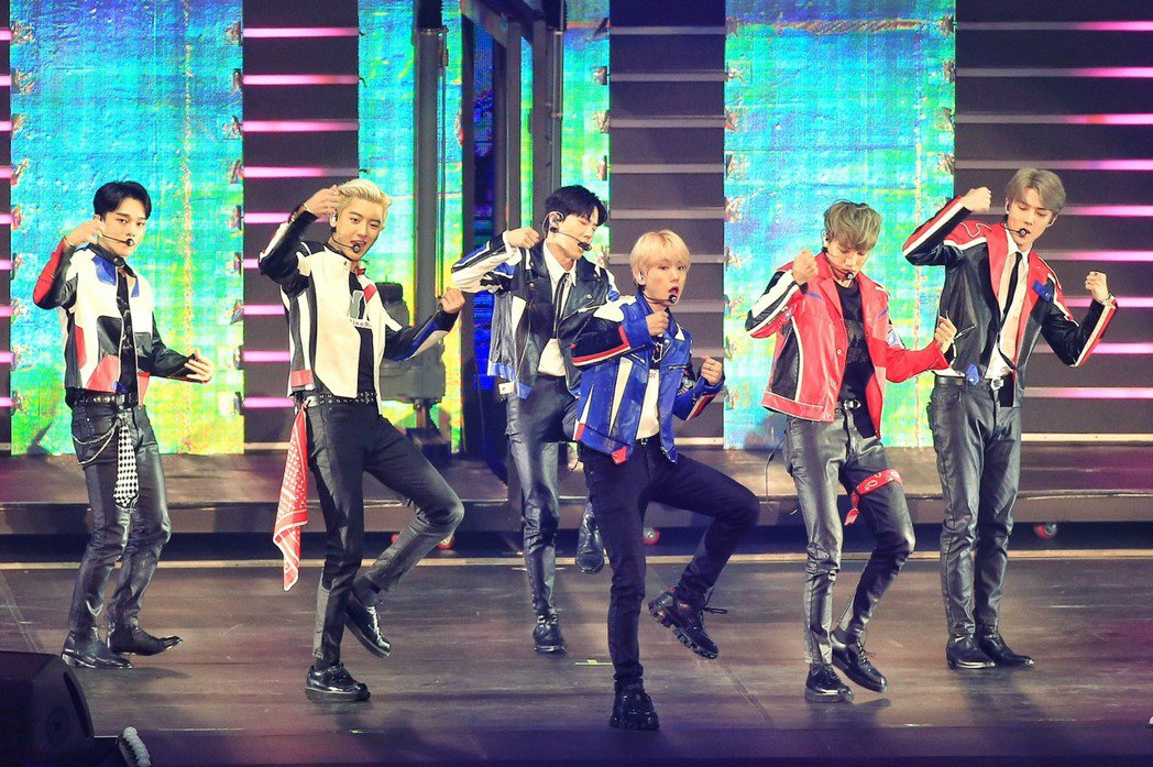EXO今天在台北小巨蛋繼續第二場演出。記者林伯東/攝影