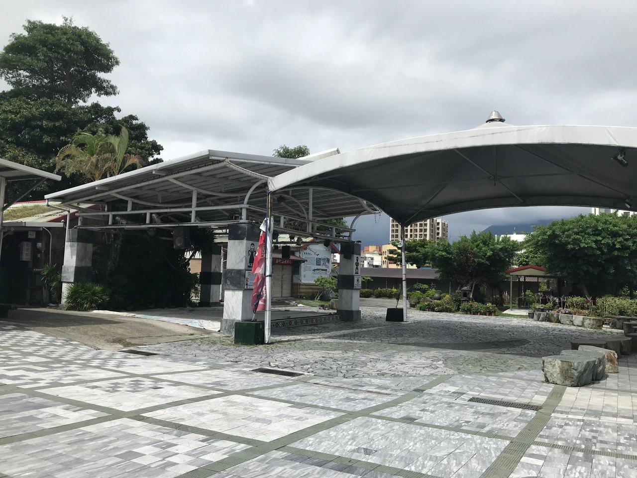 經協商後,台鐵同意花蓮石藝大街商家在修復完畢後,原地繼續經營。記者王思慧/攝影