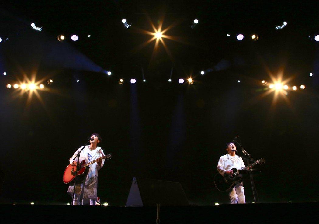 柚子演出全程自彈自唱。圖/ ©SENHA&Co