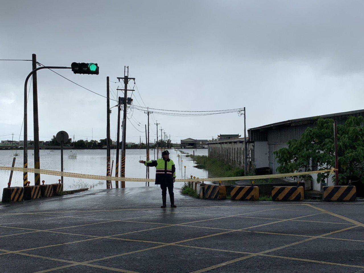 米塔颱風造成宜蘭多處低漥地區淹水嚴重。 圖/警方提供