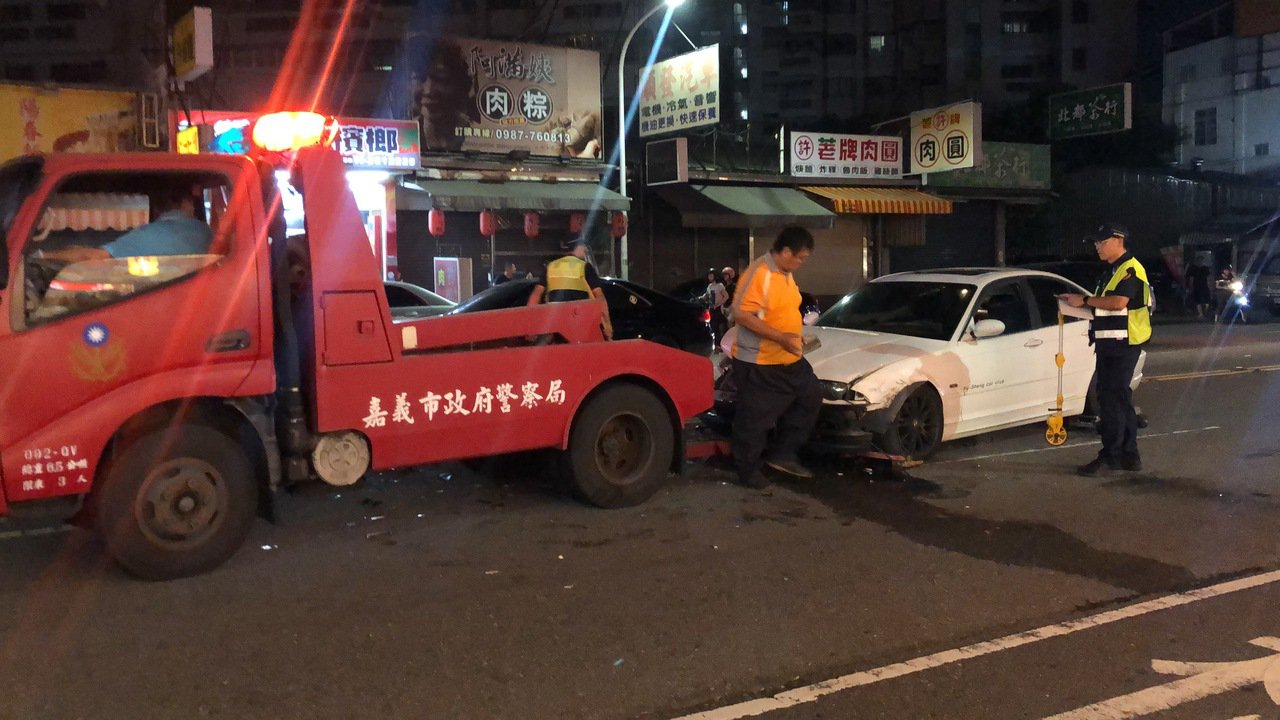 廖男酒後駕駛BMW轎車造成連環車禍。記者李承穎/攝影