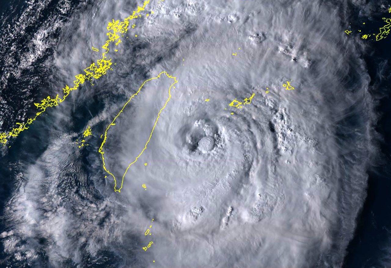 米塔颱風。圖/取自向日葵8號衛星即時網頁