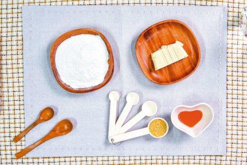 主要材料有糯米粉、嫩豆腐、二號砂糖、食用色素和水。 照片/天使團隊提供