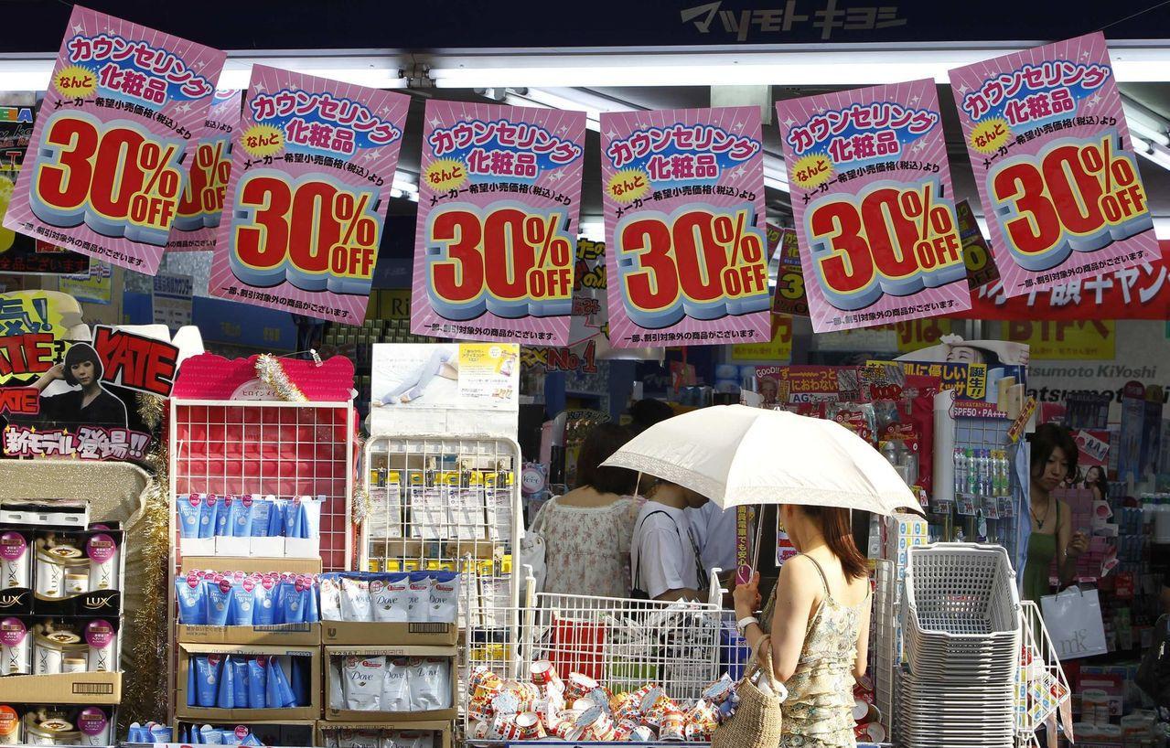 日本10月起將消費稅率調升至10%。 (路透)