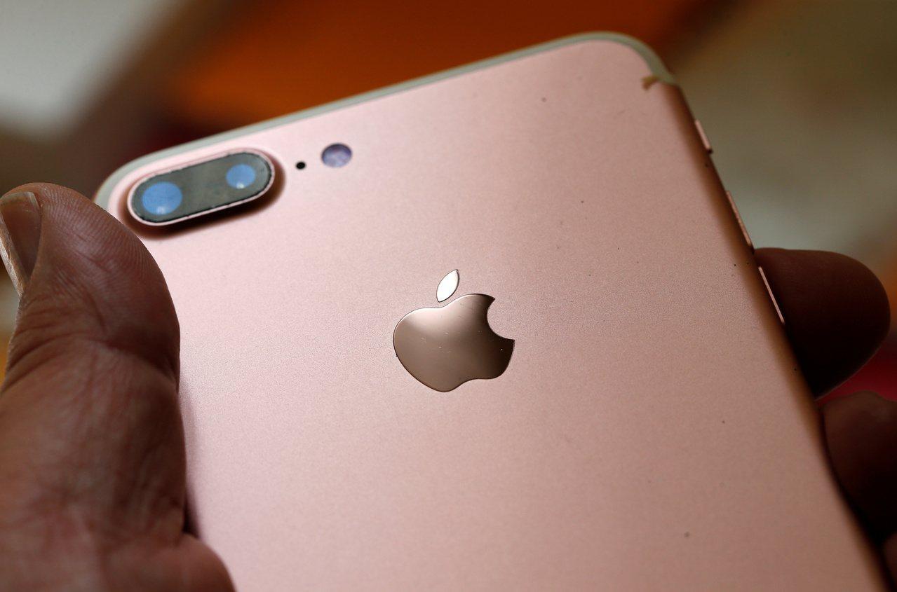 大摩估iPhone出貨將大增45%,iPad、筆電也上修,台積、鴻海等受惠。 報...