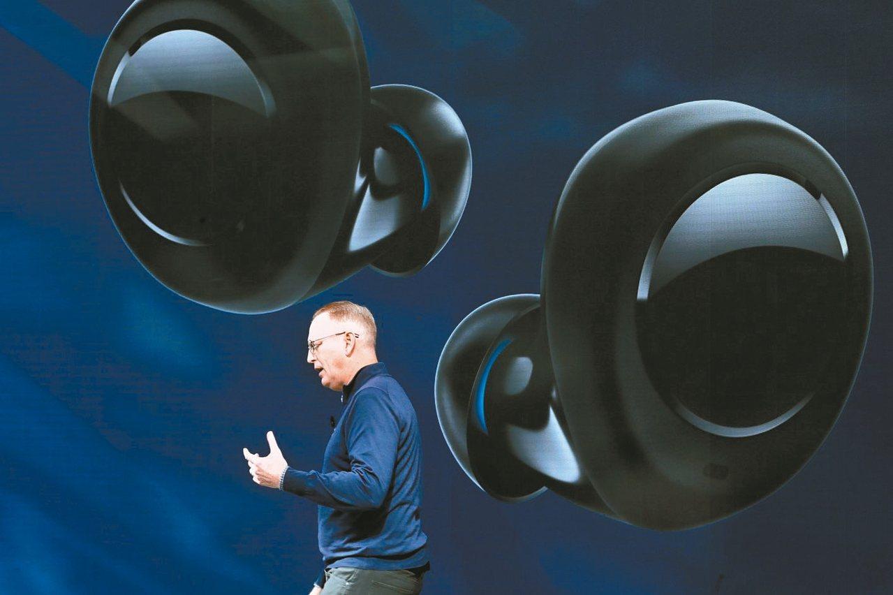 上周亞馬遜發表最新無線藍芽耳機Echo Buds(見圖),與蘋果AirPods直...