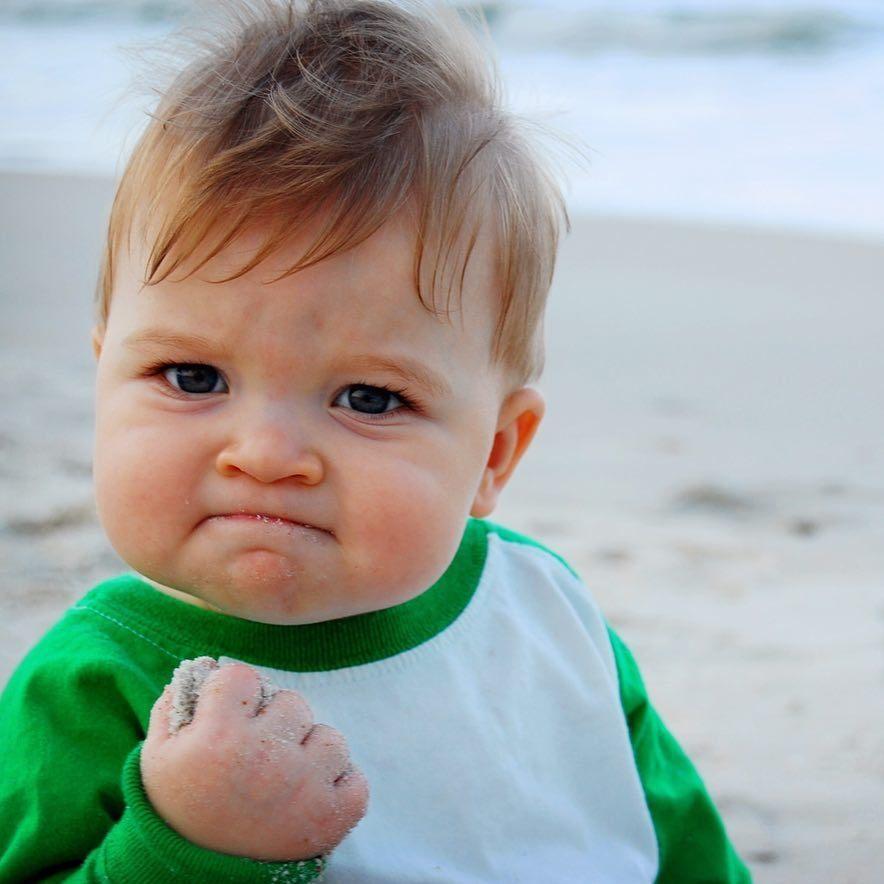 網友稱為「Success Kid」的加油寶寶。 圖/擷自IG