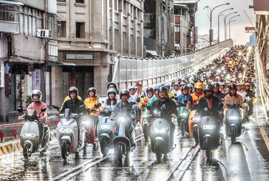 電動機車寧靜力量大爆發,Gogoro 車主不畏懼風雨,今年車口數更超過1,572...