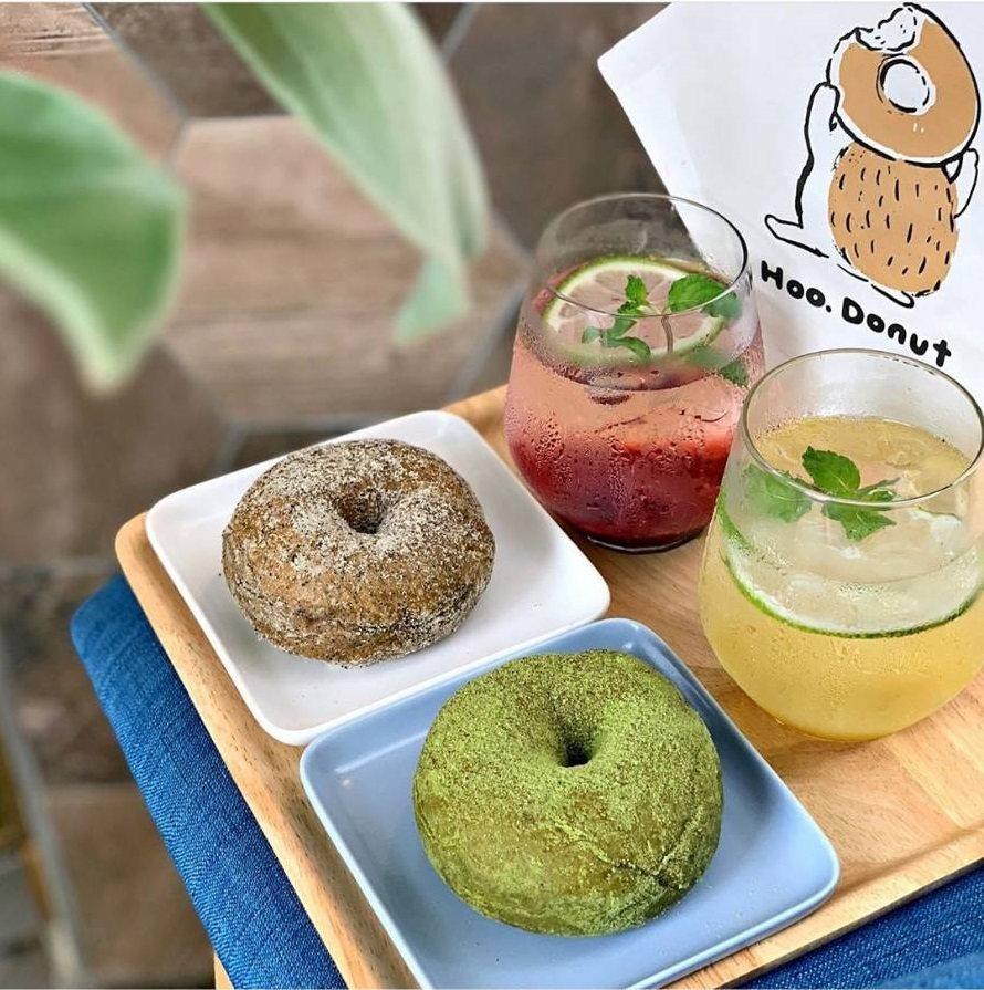 呼點甜甜圈隨處可見小刺蝟圖案,圖為水果氣泡飲料與甜甜圈。IG @candychi99 提供