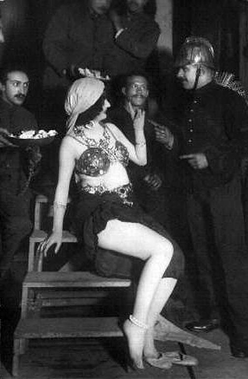瑪塔·哈里於1916年巴黎