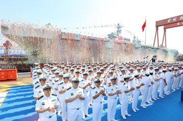 075兩棲突擊艦下水:解放軍將朝「西方海權」轉型?
