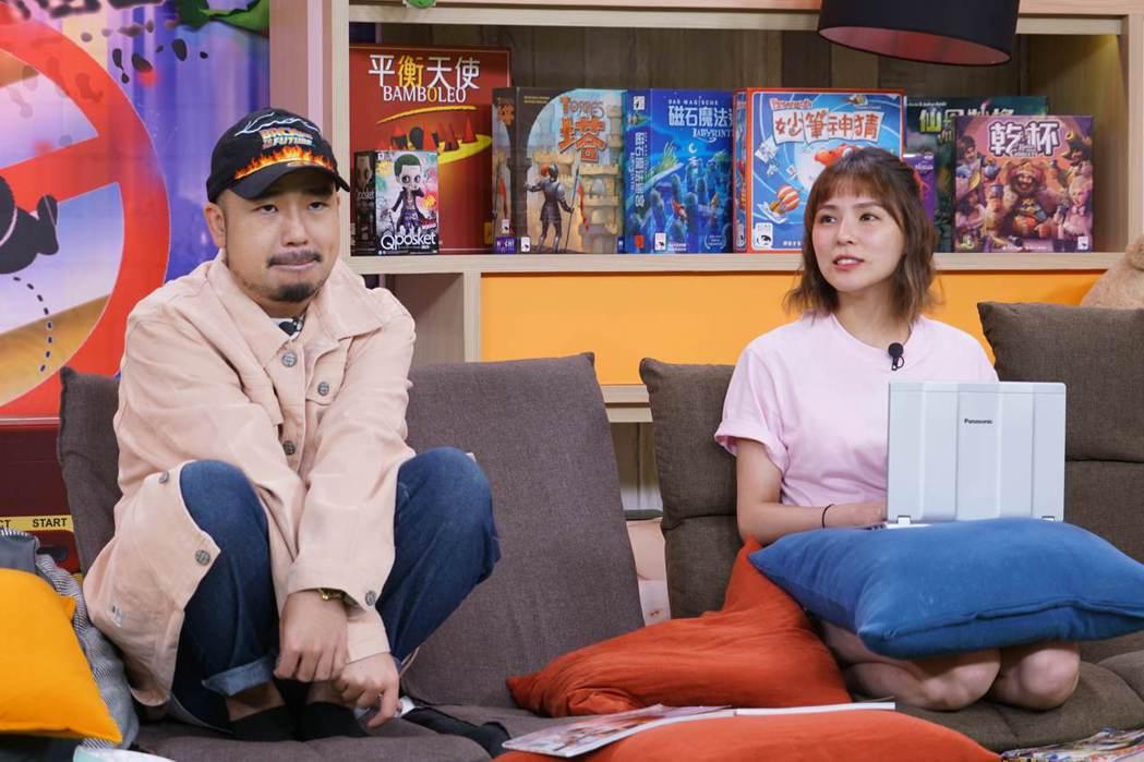 熊熊(右)和阿達在短劇中瀰漫曖昧氛圍。圖/狼谷競技台提供