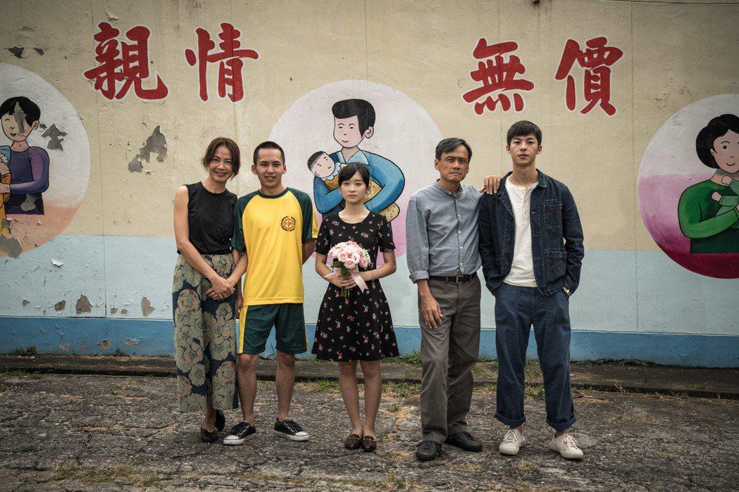 柯淑勤(左起)、巫建和、吳岱凌、陳以文以及許光漢在「陽光普照」有動人演出。圖/甲...