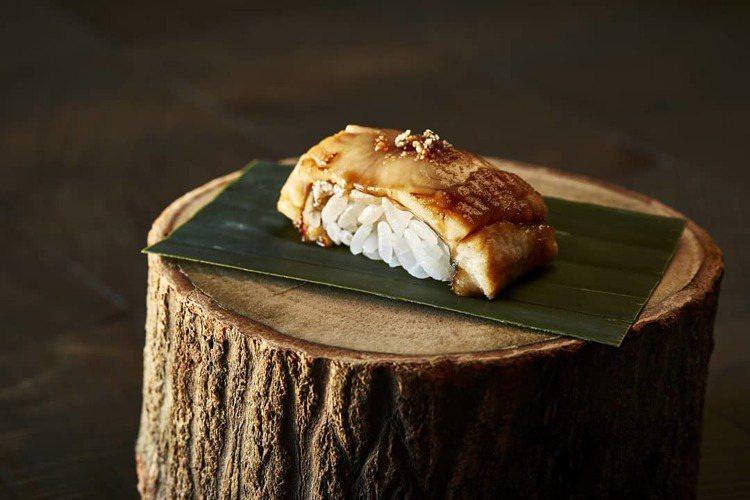 新進一星榜單的Mako,提供了精緻的壽司料理。圖/取自Mako臉書粉絲頁