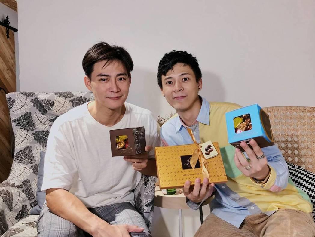 韓志杰(左)探班柯朋宇練團。圖/ 杉朋娛樂提供