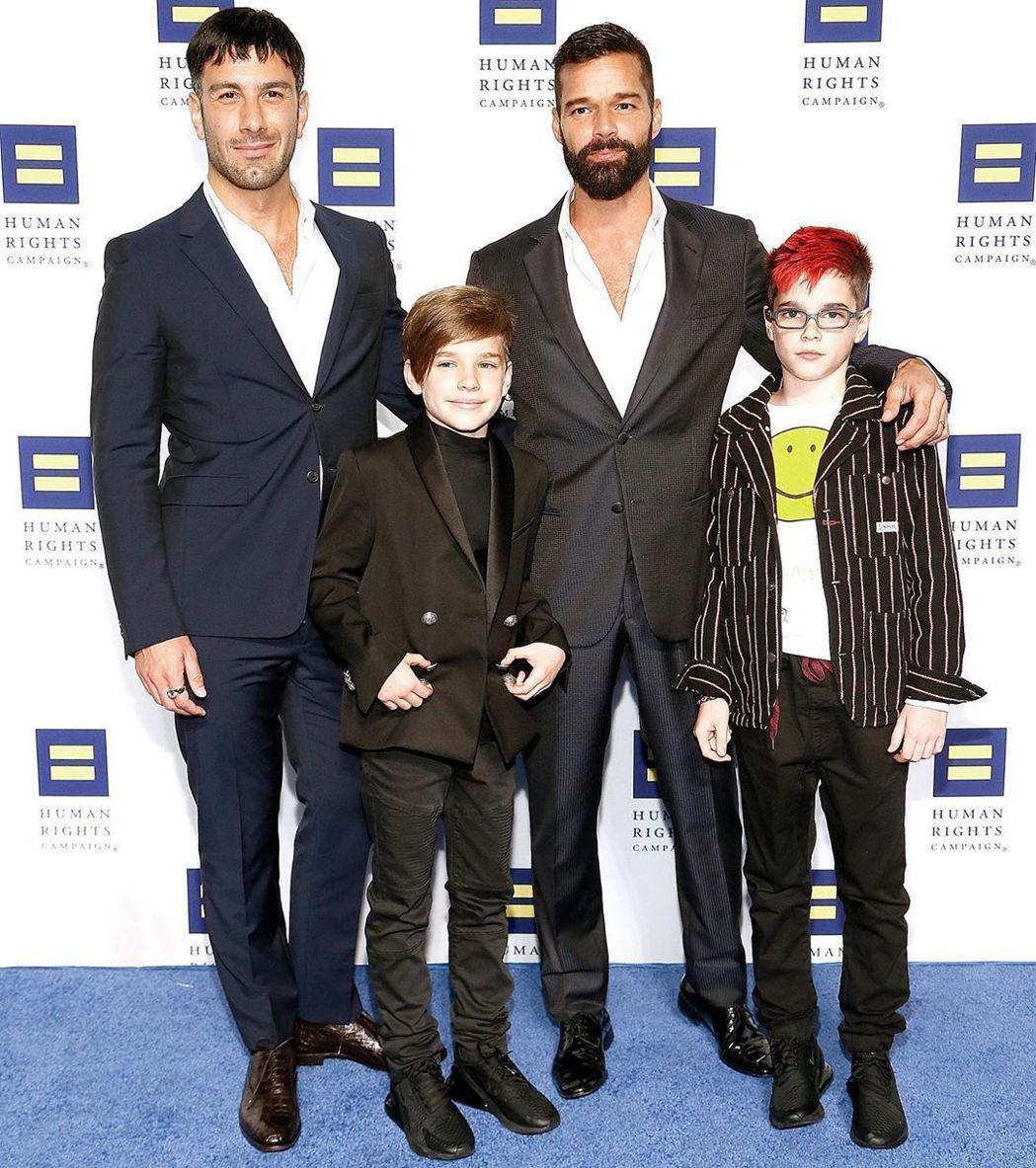 瑞奇馬汀(右2)日前帶著丈夫以及2個小孩出席華盛頓的國家人權運動晚宴。圖/摘自I