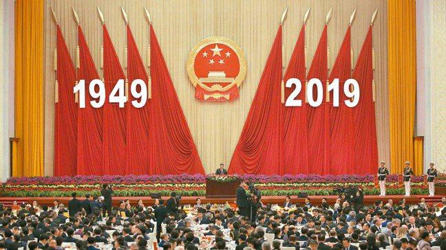 中國大陸國家主席習近平九月卅日在北京人民大會堂舉辦的建政七十周年招待會發表演說。...