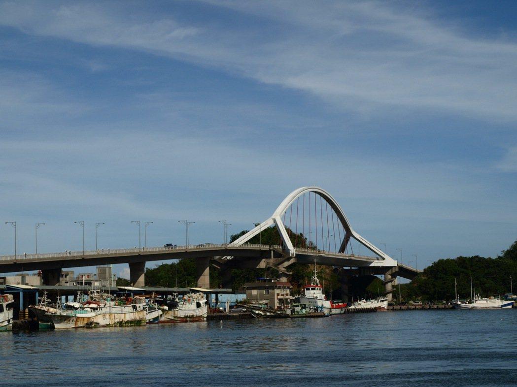 南方澳跨海大橋,是南方澳漁港的最重要的景觀地標。圖/本報系資料照片