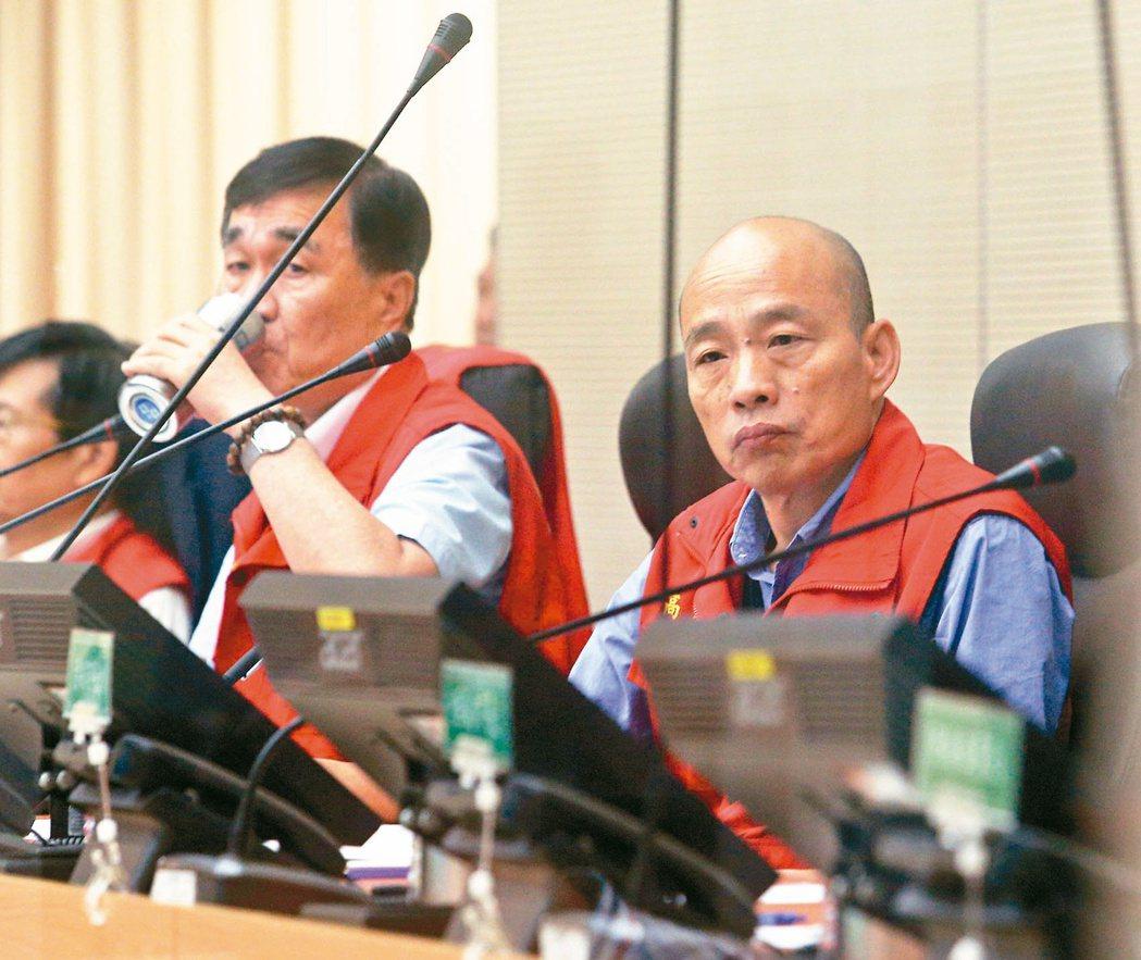 日前高雄大雨,市長韓國瑜(右)與副市長李四川進駐防災中心應變。 圖/聯合報系資料...