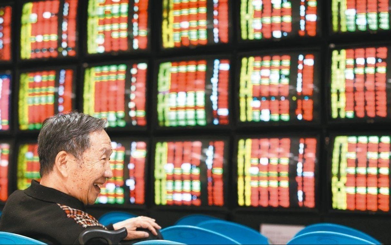 台股盤中指數站回10,900點大關。 報系資料照