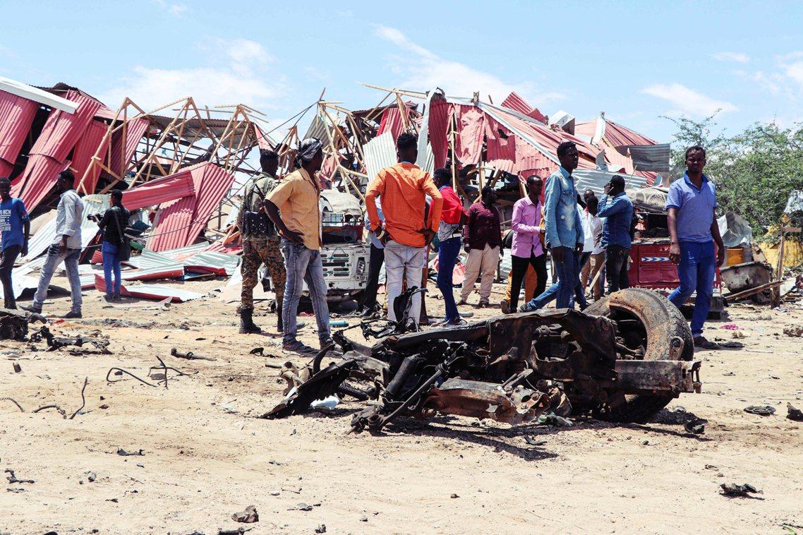 當地時間30日清早,大批武裝的恐怖份子突然出現在首都摩加迪休西北方110公里遠的...