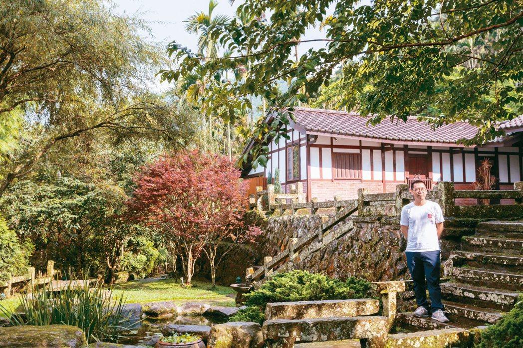 修復廢棄百年的三合院,何培鈞從民宿「天空的院子」開始,嘗試為竹山小鎮創造新風貌。...