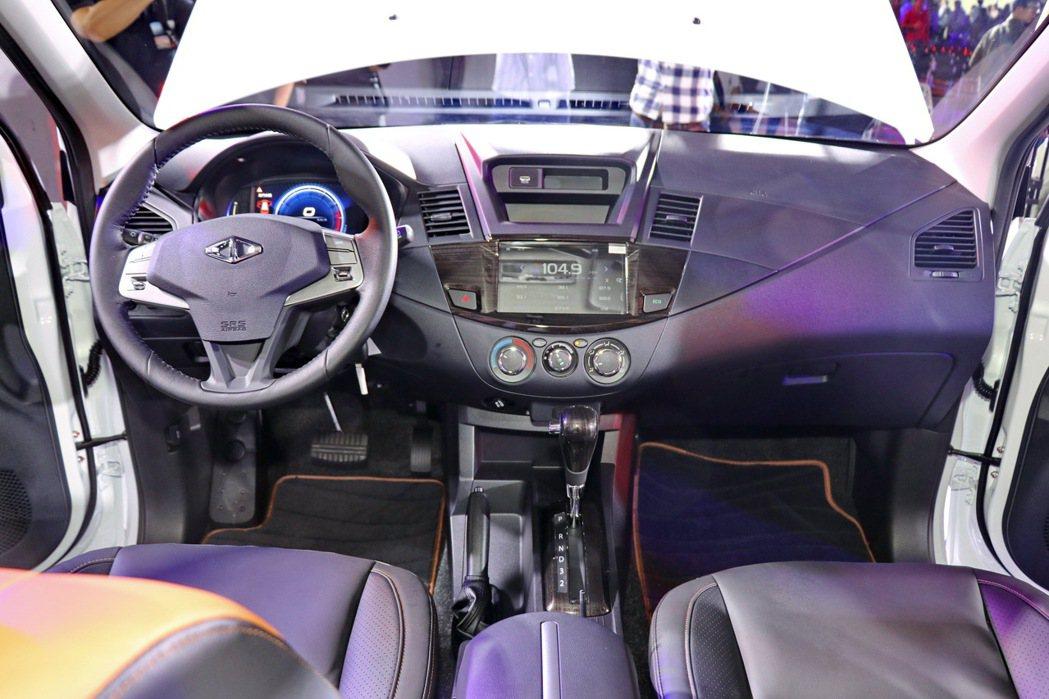 內裝豐富度更向乘用車靠攏。 記者陳威任/攝影