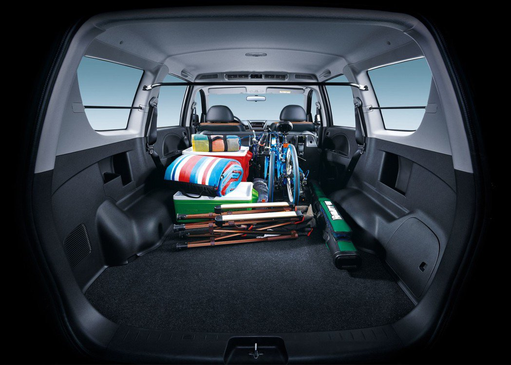大、寬、平的車室空間。 圖/中華汽車提供