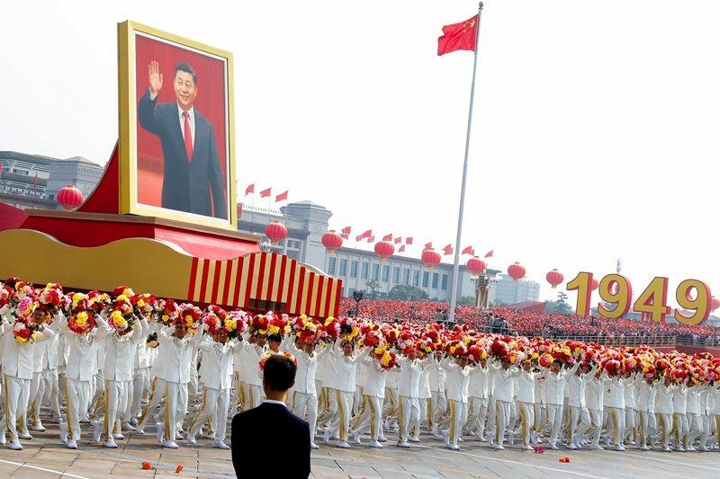 中共於10月1日舉行建政70週年慶典及大閱兵。 圖/路透社