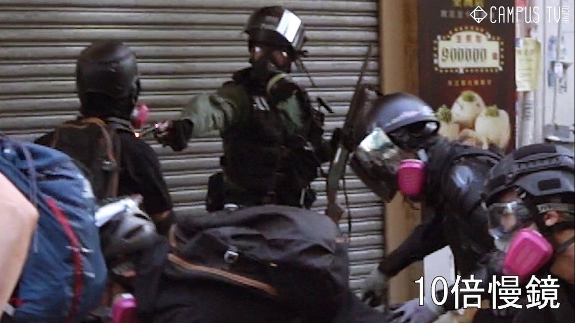 香港反送中抗爭10月1日進入全城衝突,其中在下午4點左右,一名未成年的高中男學生...