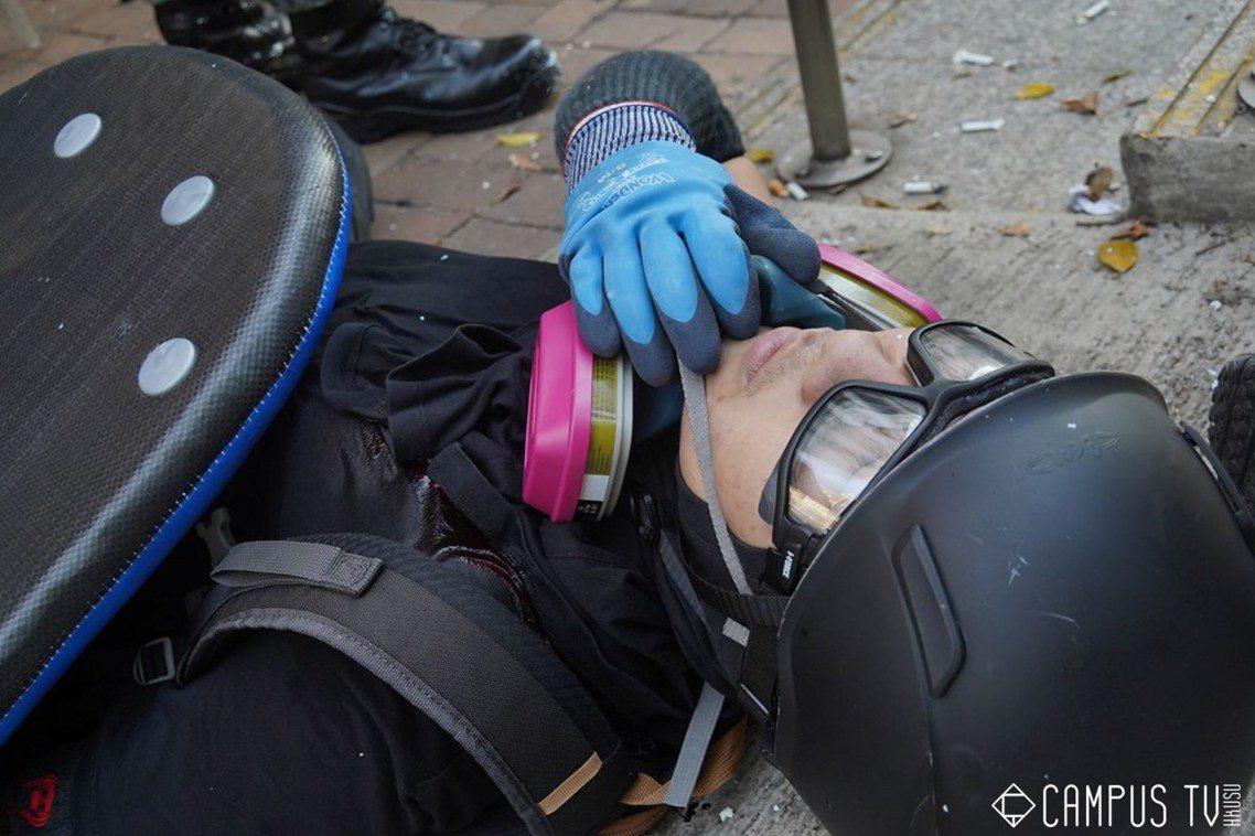 中槍的曾姓少年,是香港反送中抗爭4個多月來,第一名遭到香港警察以真槍射擊的傷者。...