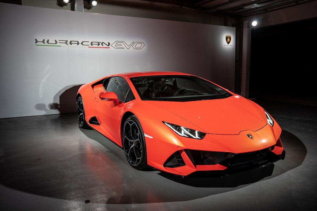 Lamborghini經典的 Y 字型設計,凸顯品牌的設計基因。 圖/Lambo...