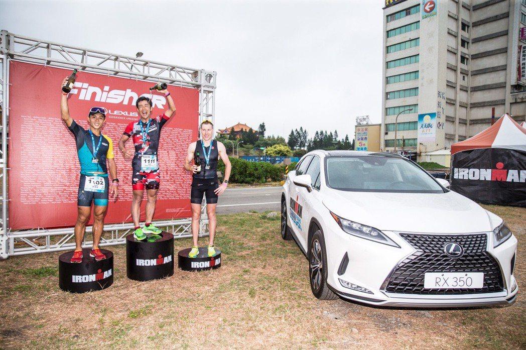 鐵人選手完成海泳、自行車、路跑,共226公里的艱難挑戰。 圖/和泰汽車提供
