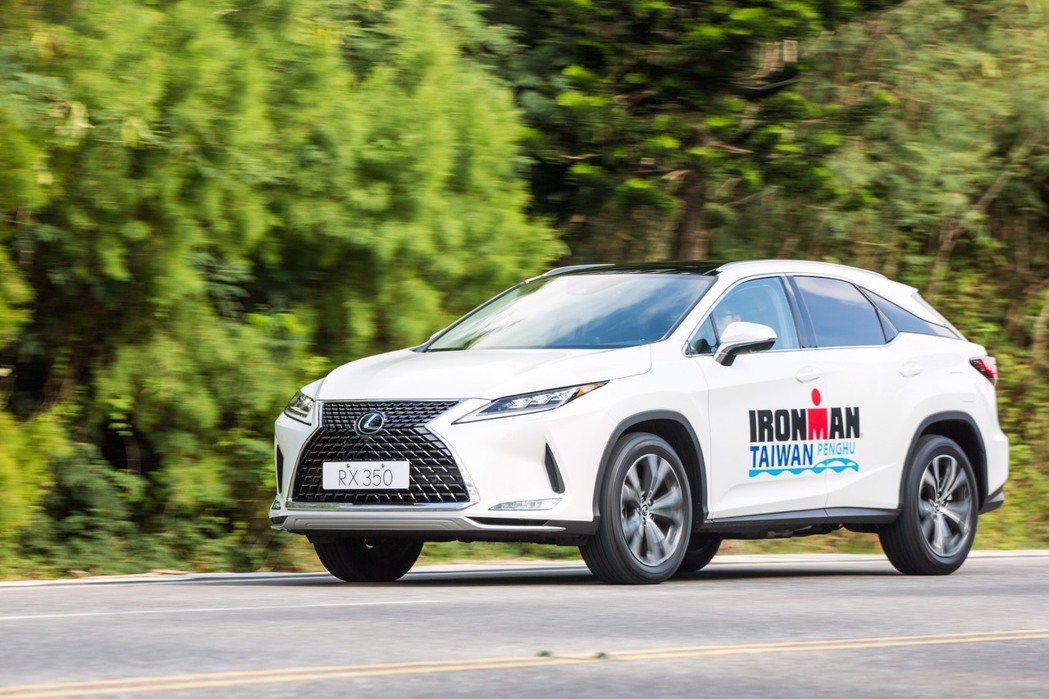 國際鐵人三項賽事,全新改款豪華休旅RX熱血領跑。 圖/和泰汽車提供