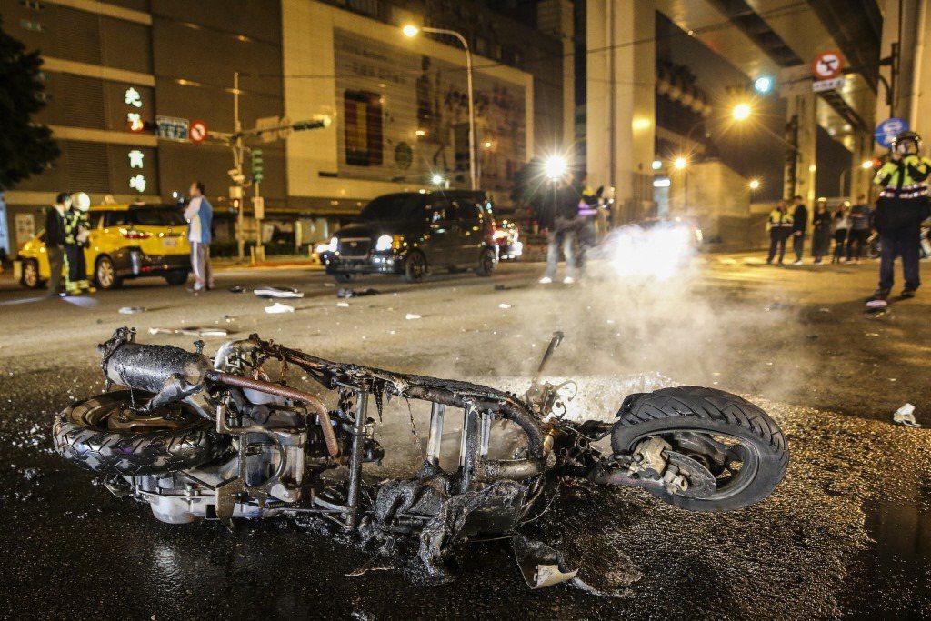 酒駕之外,違反交通規則的態樣還有闖紅燈、未保持安全距離、違規搶道、超速等。 圖/聯合報系資料照