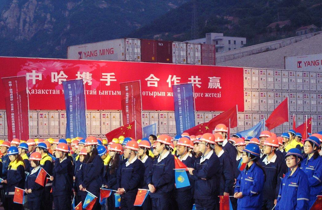 除了反對中國在哈薩克設廠之外,反對引入中國外勞也是訴求之一。圖為中國江蘇連雲港,...