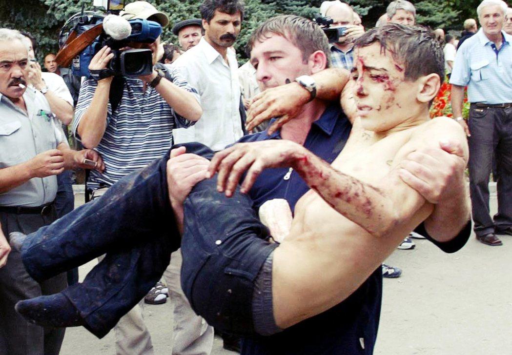 車臣武裝分子的訴求是——俄羅斯軍隊立即從車臣撤軍,終止對車臣的侵略;貝斯蘭事件可...
